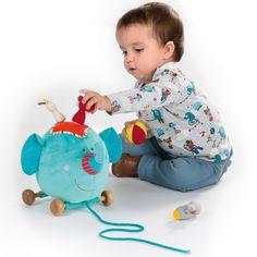 Promenes Albert l'éléphant par Lilliputiens et ses copains dans toute la maison grâce à ses roulettes et sa cordelette.