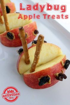 Apple Ladybug Treats are a great snack for kids! This recipe will create a fun, healthy snack and a cool bug action-figure! Ladybug Snacks, Ladybug Crafts, Preschool Snacks, Preschool Apples, Preschool Cooking, Bug Activities, Teach Preschool, Spring Activities, Preschool Ideas