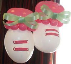 Scarpine con palloncini per nascita