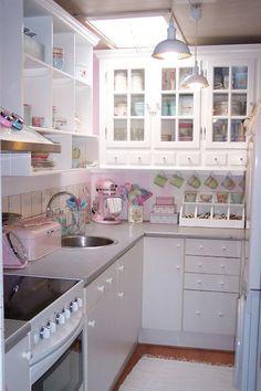 50 Colorful Kitchens For Your Home This Summer - Futuristic Interior Designs Technology Cozinha Shabby Chic, Shabby Chic Kitchen, Shabby Chic Decor, Vintage Kitchen, Kitchen Decor, Küchen Design, Design Case, Deco Retro, Futuristic Interior
