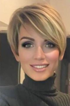 Bem na foto: Look 2019 com cabelo curto – Hair Length - Irene Roach-Bair - Short Haircut Styles, Short Hairstyles For Thick Hair, Mom Hairstyles, Haircuts For Fine Hair, Haircut For Thick Hair, Short Hair Styles Easy, Short Hair With Layers, Short Bob Haircuts, Short Hair Cuts For Women