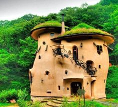 Natural building: Vancover Cob House // Akebono Kodomo no Mori Koen is a whimsical Moomin Valley- inspired park nestled in the mountains of Saitama in Japan. The building has three floors, with elaborate, wooden staircases and a beautiful iron railing. Earthship, Cob Building, Green Building, Building A House, Bohemian House, House Ideas, Mud House, Tiny House, House Built
