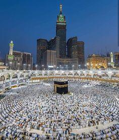 50 Most Beautiful Mosques in the World (Location, Size) Mecca Madinah, Mecca Masjid, Mecca Hajj, Islamic Images, Islamic Pictures, Mekka Islam, Masjid Haram, Mecca Wallpaper, Islamic Wallpaper