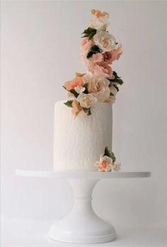 シンプルでも二人の思い出に残るウエディングケーキ|Jewel Wedding