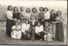 Aydın Ortaklar Köy Enstitüsü kız öğrencileri, 1946 Natali Avazyan https://pbs.twimg.com/media/B6dj7jPIMAISXTO.jpg adresinden görsel.