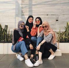 23 Super ideas fashion photography poses girls ins Muslim Fashion, Modest Fashion, Hijab Fashion, Trendy Fashion, Fashion Outfits, Fashion Photography Poses, Clothing Photography, Fashion Poses, Hijab Stile