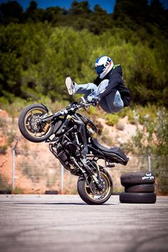 Motorbike Stunt Showman http://streets-united.com/blog/motorbike-stunt-show-2/