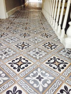 Description: a vintage bathroom decor is usually classic with rustic elements and secondhand features. Here is some inspiration you must see to create one. Entry Tile, Tiled Hallway, Upstairs Hallway, Victorian Hallway, Victorian Tiles, Victorian Bathroom, Vintage Bathroom Decor, Vintage Tile, Vintage Bathrooms