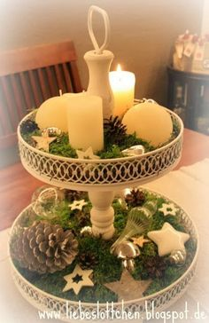 Fill a cake stand or a tray with nice things and you have a nice decoration . Christmas Mood, Christmas Candles, Christmas Centerpieces, Country Christmas, All Things Christmas, Christmas Crafts, Christmas Decorations, Xmas, Holiday Decor