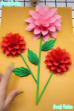 Origami flower video tutorial - Her Crochet How To Make Paper Flowers, Paper Flowers Craft, Large Paper Flowers, Diy Flowers, Paper Crafts For Kids, Diy And Crafts, Modular Origami, 3d Origami, Wie Macht Man