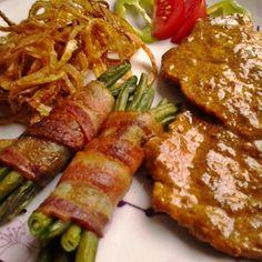 Borban párolt mustáros karaj baconös ceruzababbal és sült hagymával Recept képpel - Mindmegette.hu - Receptek Steak, Bacon, Pork, Food And Drink, Chicken, Cooking, Drinks, Recipes, Foods