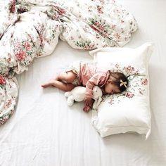 #boanoite com bebê ocupando a cama toda. #quemnunca