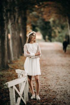 Vi elsker det fine prik stof på vores Irina kjole. Det lidt posede look i overdelen sammen med bæltet i taljen giver en super god pasform. Couple Photos, Couples, Couple Shots, Couple Photography, Couple, Couple Pictures