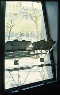 Expositores Crisol Castellana. Madrid 1989. allende arquitectos