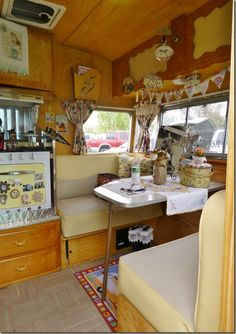 Sisters on the Fly in Kennewick, WA. Tiny Trailers, Vintage Campers Trailers, Retro Campers, Vintage Caravans, Camper Trailers, Travel Trailer Interior, Old Campers, Happy Campers, Little Trailer