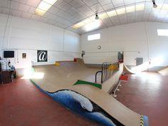 SKATEPARK INDOOR - Buscar con Google Skateboard Ramps, Skating Rink, Skate Park, Skateboarding, Perth, Building Design, Silhouettes, Buildings, Indoor