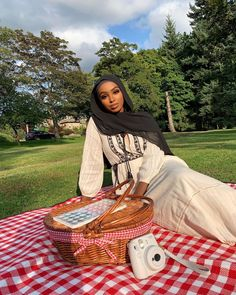 Image may contain: one or more people, tree, outdoor and nature Picnic Outfits, Muslim Women Fashion, Hijab Trends, Hijab Fashion Inspiration, Hijabi Girl, Turban Style, Scarf Design, Beautiful Hijab, Mode Hijab