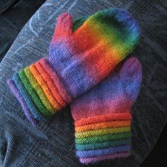 Mini Mochi makes soft and cozy mittens with gradual color changes. One ball makes a pair of child's mittens or two balls for a pair of adult sized.