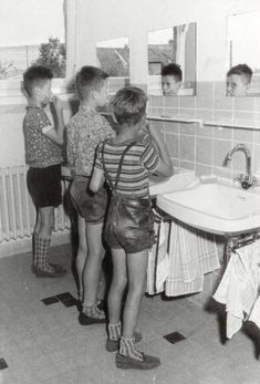 Grey School Shorts, Cute Boys, Kids Boys, Boy Fashion 2018, Jung In, German Boys, Vintage Boys, Swimming Costume, Modern Kids