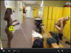 Niewidoma w męskiej szatni w serwisie www.smiesznefilmy.net tylko tutaj: http://www.smiesznefilmy.net/niewidoma-w-meskiej-szatni #prank #girls #naked