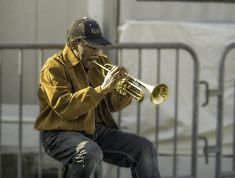 Amajor concern of trumpet players is playing high notes. Everytrumpeter wants to be able to hit those high notes, but it is one of the more difficult skills to master. There is even a whole industry of products and apps designed to teach this specific skill. None of that is necessary though. Follow my advice …