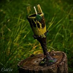 Champaign glass in natural design... #wood #leaves #moss #trunk #tree #green #poisongreen #brown