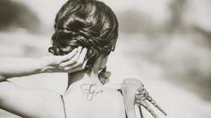 """La belleza de una mujer no está en la ropa que lleva puesta, la figura que tiene o en la forma en que peina su cabello. La belleza de una mujer se ve en sus ojos, porque esa es la puerta de entrada a su corazón, el lugar donde reside el amor. La verdadera belleza de una mujer se refleja en su alma. Es el cuidado que ella amorosamente da, la pasión que muestra. La belleza de una mujer sólo crece con el paso de los años.""""~ Audrey Hepburn Hay mujeres maravillosas por todas partes - y muchas..."""