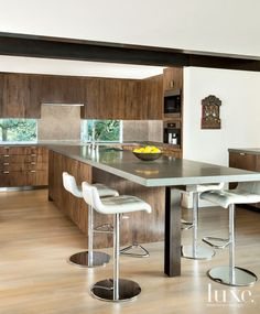 Neutral Modern Kitchen | LuxeSource | Luxe Magazine - The Luxury Home Redefined