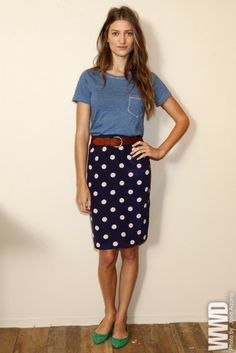 A simple t, cute skirt, tied together with a belt and shoes with a pop of color.