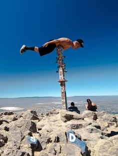 Insane And Weird Planking By Crazy People ~ Funny,Crazy . Crazy People, Funny People, Living On The Edge, I Love To Laugh, Rest Of The World, Photo S, Planking, Laughter, Stuff To Do