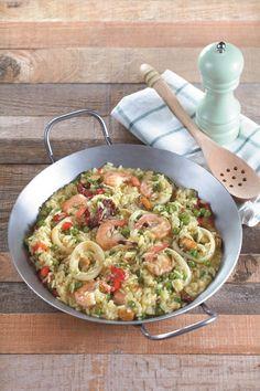 Το διάσημο ισπανικό πιάτο είναι ιδανικό για το καθημερινό τραπέζι, ενώ μπορείτε να το απολαύσετε και σε περιόδους νηστείας. Αν πάλι δεν νηστεύετε, μπορείτε να προσθέσετε στηνπαέλια κι ένα πικάντικο λουκάνικο σε φέτες. Seafood Recipes, I Am Awesome, Recipies, Spaghetti, Health Fitness, Pasta, Fish, Food And Drink, Vegetables