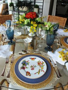 Dining Table 2020 – What dining table is best for small space - Home Ideas Blue Table Settings, Outdoor Table Settings, Beautiful Table Settings, Decorating A New Home, Home Decor, Theodora Home, Table Setting Inspiration, Table Arrangements, Deco Table