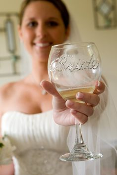 Personalized wine glasses for wedding party. DIY