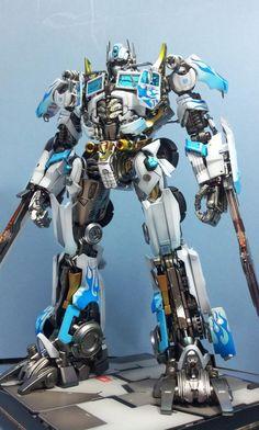Optimus Prime Ultra Magnus repaint by TOYMAKER