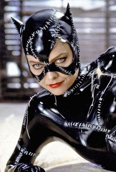 Michelle Pfeiffer portrays the role of ''Selina Kyle / Catwoman'' in the film ''Batman Returns'' ''Ο Μπάτμαν επιστρέφει'', a 1992 American superhero movie, based on DC Comics character Batman, directed & produced by Tim Burton, distributed by Warner Bros. Catwoman Cosplay, Batman Et Catwoman, Cosplay Gatúbela, Batgirl, Batman Cat, Batman Robin, Michelle Pfeiffer, Catwoman Michelle, Catwoman