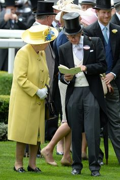 The Queen speaks with racing advisor John Warren on day one at Royal Ascot. A happy Prince Harry stands in the background. Princess Beatrice, Princess Eugenie, Van Cutsem, St James's Palace, Morning Suits, Duchess Of York, Elisabeth, Queen Of England, Prince William