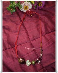 Darghamyo designs: Collar con piedras, acrílicos y nácar