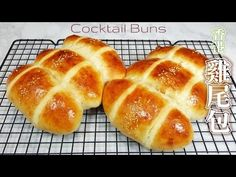 I'm presenting this Hong Kong favorite Cocktail buns video for everyone to try. This recipe gives the authentic taste of Hong Kong Cocktail buns. Chinese Deserts, Asian Buns, Coconut Buns, Pineapple Tart, Bread Rolls, Hot Dog Buns, Nom Nom, Cocktails, Cocktail