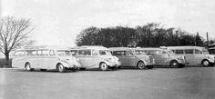 Turistbiler fra Nordauto og Helsingør Turisttrafik ved Kronborg To Triangel, en Opel Blitz, en Volvo med ualmindelig skrå forrude vi skriver ca. 1937-39 og endnu en Triangel.
