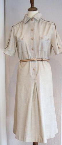 Finn karelia vintage kjole fra 70-tallet Med uniforminspirert design. Polyester 65% bomull 35% Hndvask