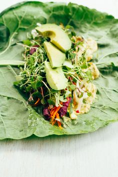 These easy and healthy veggie packed hummus collard wraps are perfect for light lunch, appetizer or snack. Vegan and gluten-free. Made in partnership with Sabra. Guess what today is? Wrap Recipes, Raw Food Recipes, Veggie Recipes, Healthy Recipes, Healthy Foods, Recipes Dinner, Healthy Hummus, Healthy Wraps, Healthy Chicken