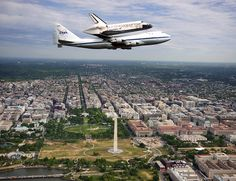 Discovery Over Washington by Brad Pennock, via Flickr-arrival,pretty amazing