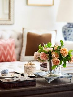 Coffee table design home design interior Coffee Table Vignettes, Coffee Table Styling, Decorating Coffee Tables, Coffe Table, Interior Styling, Interior Decorating, Interior Design, Decorating Ideas, South Shore Decorating