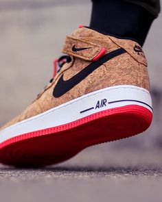 cork is the new vegan leather! love these Nike, I waaaant!!! http://www.soletopia.com/2015/07/nike-air-force-1-mid-cork-sole-shot/