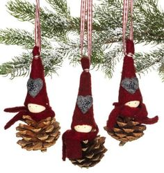 Gorgeous pixies made of pine cones Gorgeous pixies made of pine cones Homemade Christmas Decorations, Felt Christmas Ornaments, Christmas Makes, Christmas Crafts For Kids, Diy Christmas Ornaments, Christmas Art, Christmas Projects, Handmade Christmas, Holiday Crafts