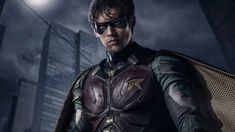 Brenton Thwaites is playing Dick Grayson a. Robin in DC's live-action Titans TV series and he looks incredible in these first FULL look images. Costume Robin, Robin Cosplay, Dc Universe, Batman Universe, Beast Boy, Nightwing, Live Action, Britney Spears, Netflix Australia