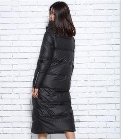 Стильный черный пуховик с косой молнией и белым кантом