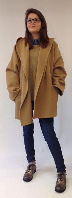 Closed - Keine Farbe ist in dieser Saison eleganter als Camel: Mäntel in dieser Nuance wirken besonders klassisch und sophisticated. Elegant, Normcore, Style, Fashion, Classic, Clothing, Trousers, Color, Classy