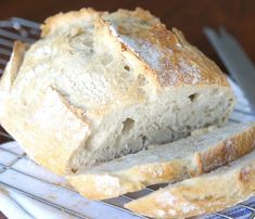 This artisan bread recipe is so easy to make and turns out amazing! It only takes 4 ingredients and 5 minutes of hands on time for crusty, delicious bread! How to make bread. try using spelt flour Artisan Bread Recipes, Easy Bread Recipes, Cooking Recipes, Quick Bread, Cooking Kale, Cooking Artichokes, Vegan Recipes, Easiest Bread Recipe Ever, Good Food