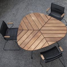 Leaf Outdoor Table: LEAF - A beautiful garden table that really looks like a leaf. The triangular form and the table construction which is drawn in under the table makes it possible to seat 9 people around the table. The bamboo table top is pre-oiled. Indoor Outdoor Furniture, Outdoor Tables, Outdoor Decor, Contemporary Outdoor Furniture, Scandinavian Outdoor Furniture, Modern Contemporary, Metal Outdoor Table, Contemporary Gardens, Outdoor Lounge